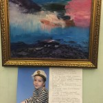 Сергей Меняйло передал картины Алисы Егорочкиной оргкомитету выставки «История Великой Победы в истории семьи»